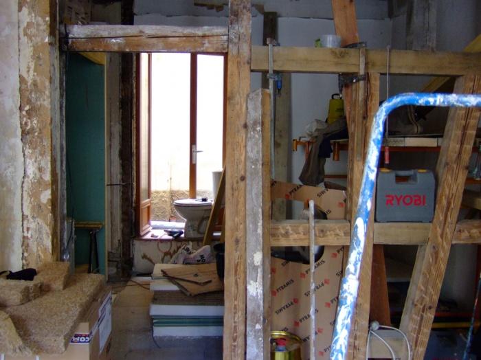 Rénovation d'un local professionnel : Le local en cours de travaux, après mise à nu du colombage