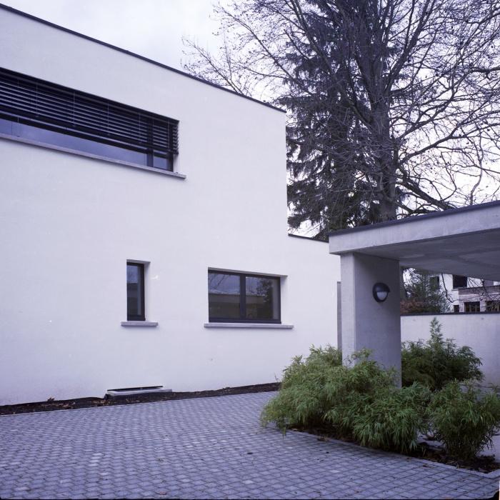 Maison B : Cour minérale côté rue