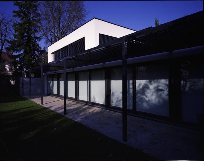Maison B : Façade sur jardin