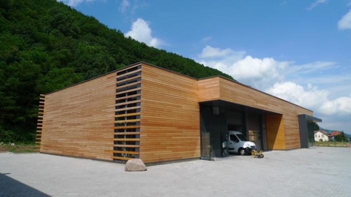 Bâtiment commercial/Ateliers 2 : TERCOMBATM04