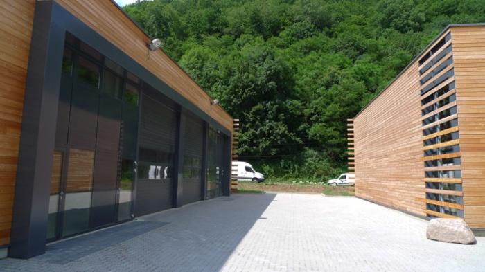 Bâtiment commercial/Ateliers 2 : TERCOMBATM06