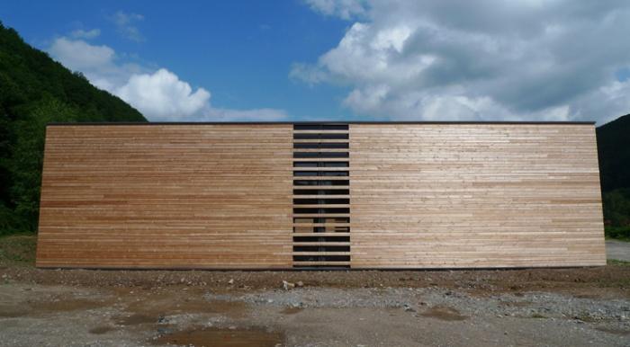 Bâtiment commercial/Ateliers 2 : TERCOMBATM08