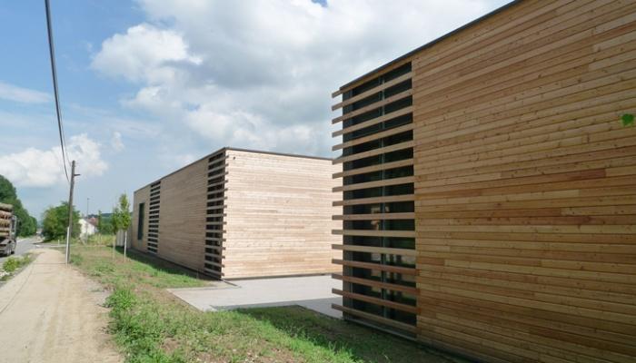 Bâtiment commercial/Ateliers 2 : TERCOMBATM11