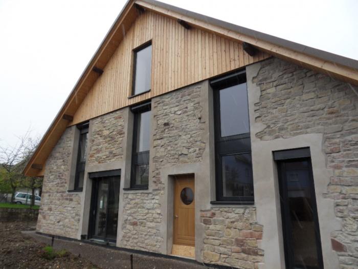 transformation d 39 une grange en habitation zehnacker une r alisation de ubiq architectes. Black Bedroom Furniture Sets. Home Design Ideas